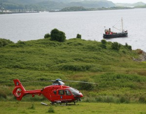VIC 32 Clyde Puffer and helicopter visit Loch Melfort Hotel