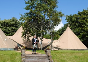 The piper helped create a truly Highland wedding atmosphere.